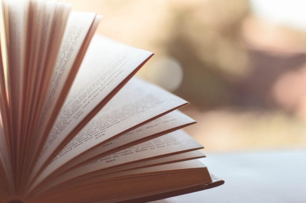 めくれた本
